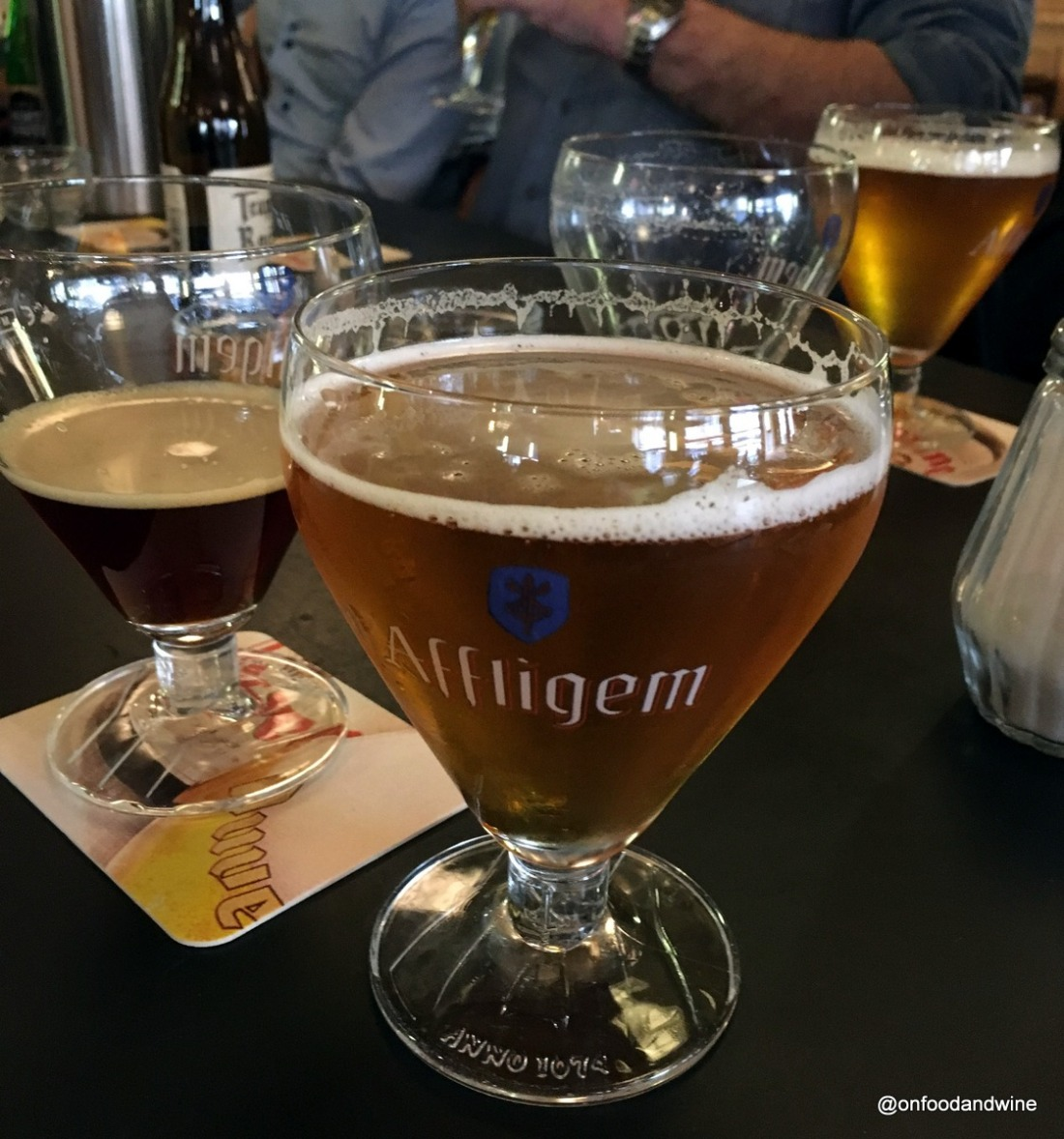 L'Ultime Atome #beer bar in #Brussels - review by @Onfoodandwine